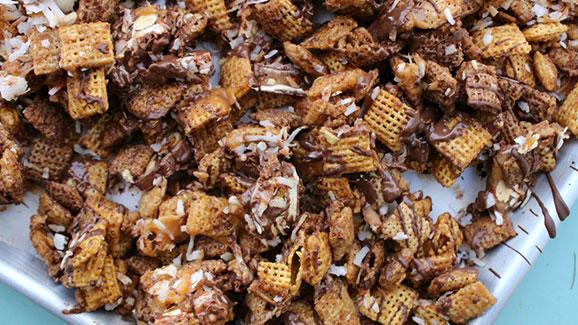 Sweet & Salty Caramel Snack Mix